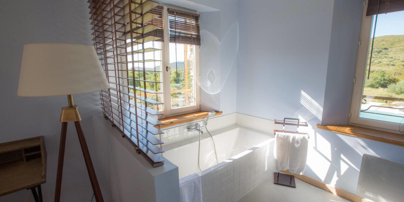 Hotel La Roya Saint-Florent Corsica Frankrijk badkamer-in-annex