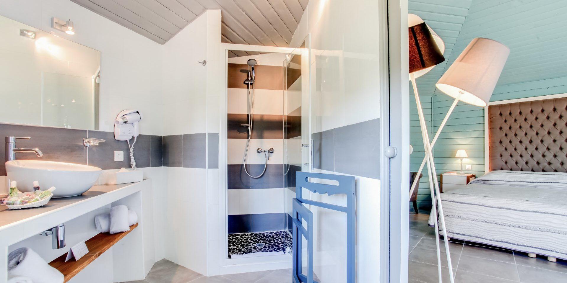 Hotel Le Roc E Fiori Porto-Vecchio Bocca del'Oro Corsica Frankrijk badkamer-en-suite slaapkamer