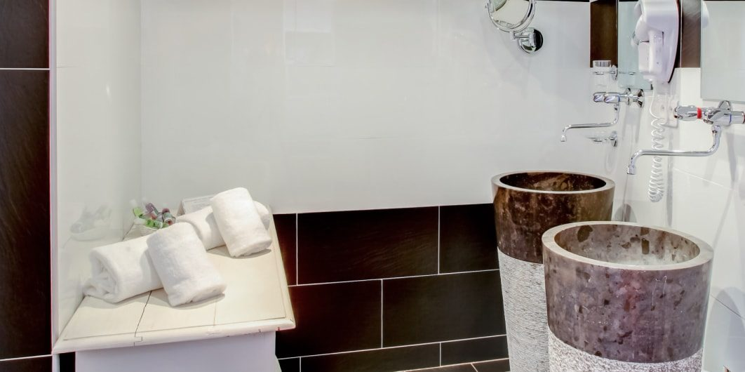 Hotel Le Roc E Fiori Porto-Vecchio Bocca del'Oro Corsica Frankrijk badkamer wasbakken design