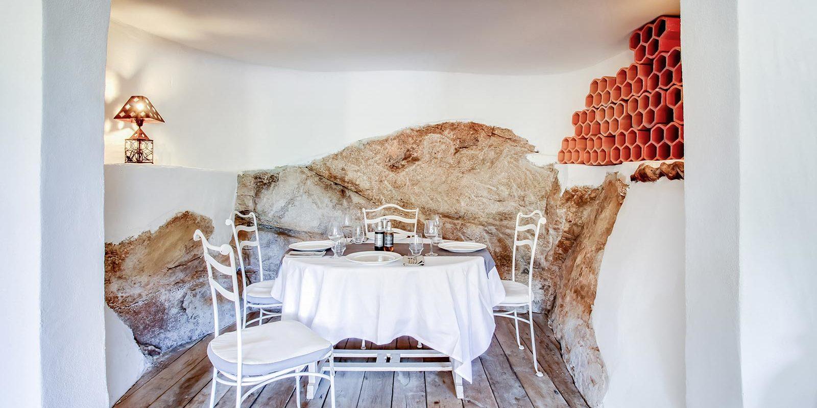 Hotel Le Roc E Fiori Porto-Vecchio Bocca del'Oro Corsica Frankrijk restaurant Le Portail