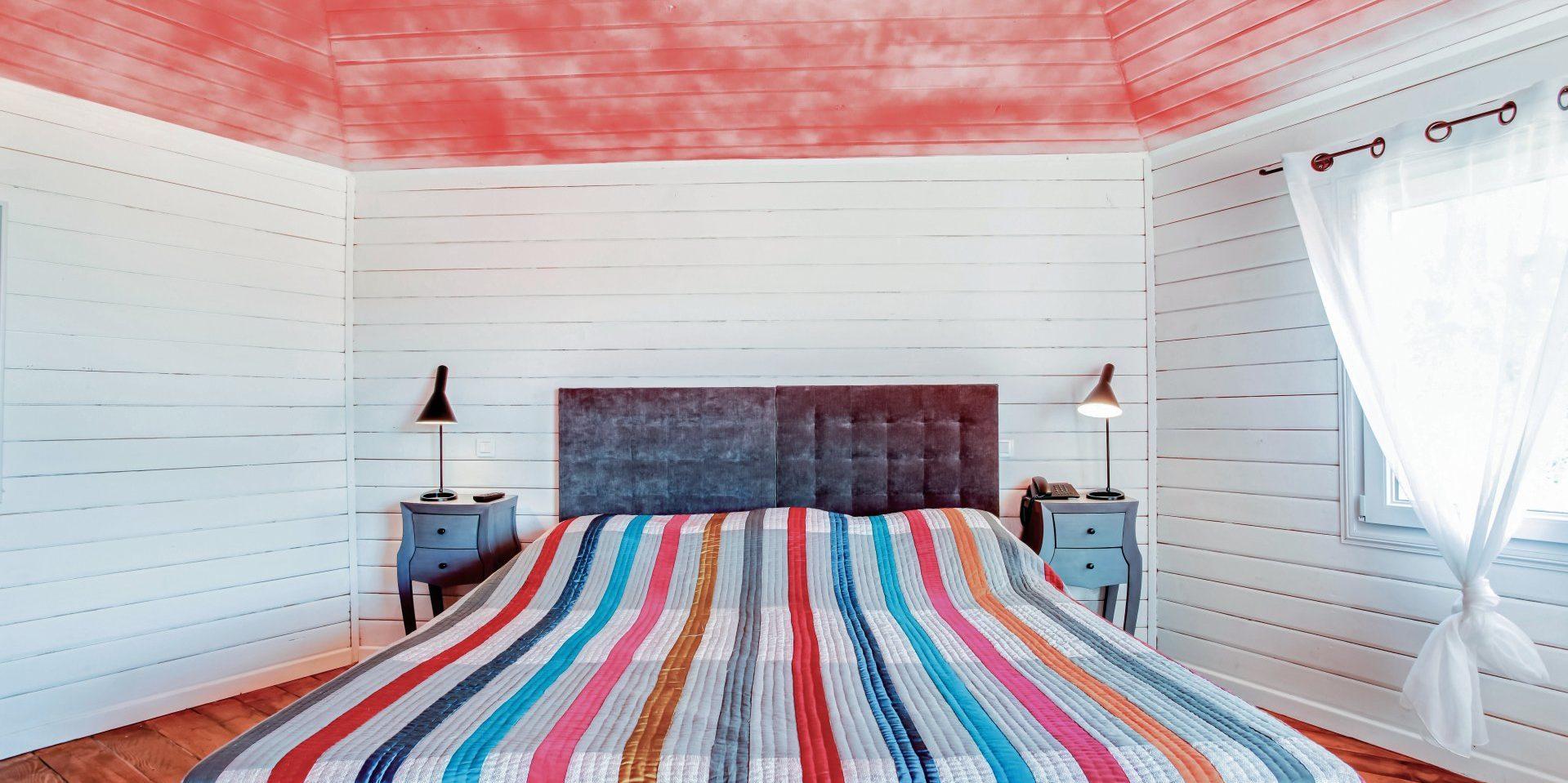 Hotel Le Roc E Fiori Porto-Vecchio Bocca del'Oro Corsica Frankrijk slaapkamer schrootjes rood multicolor