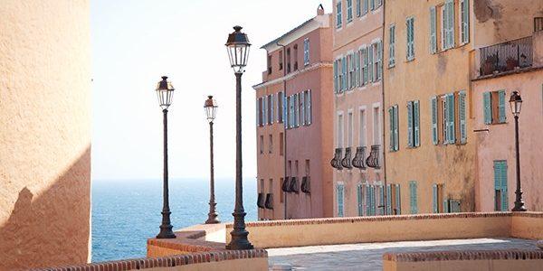 Hotel des Gouverneurs Bastia Corsica Frankrijk citadel huizen zee