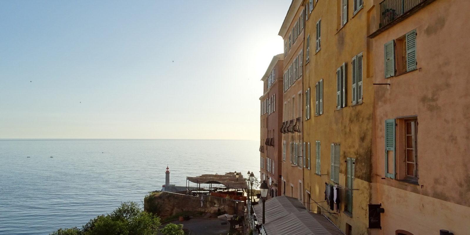 Hotel des Gouverneurs Bastia Corsica Frankrijk citadel huizen zee terras zonsondergang