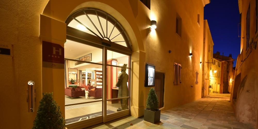 Hotel des Gouverneurs Bastia Corsica Frankrijk entree façade citadel