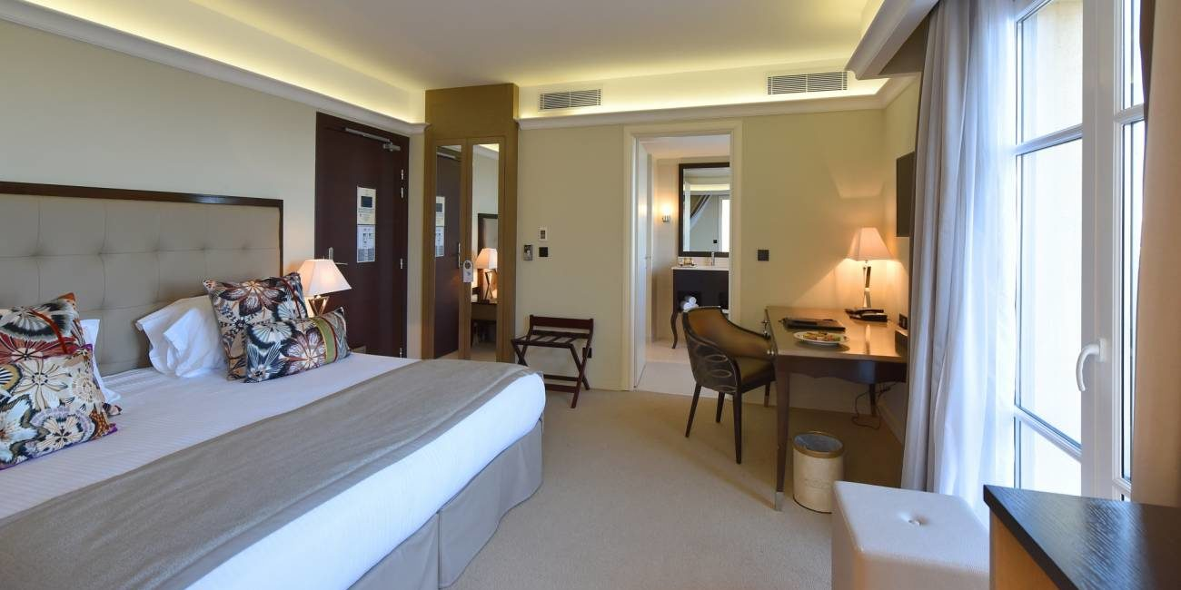 Hotel des Gouverneurs Bastia Corsica Frankrijk kamer tweepersoonsbed superieure balkon