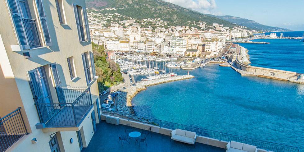Hotel des Gouverneurs Bastia Corsica Frankrijk ligging citadel uitzicht Le-Vieux-Port