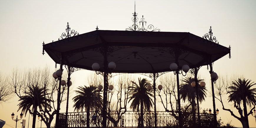Hotel des Gouverneurs Bastia Corsica Frankrijk Place-Saint-Nicolas podium muziek art-deco