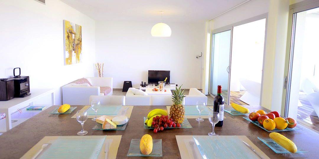 Residence Dary Ile Rousse Balagne Corsica Frankrijk appartement keuken bar living zithoek terras balkon luxe modern