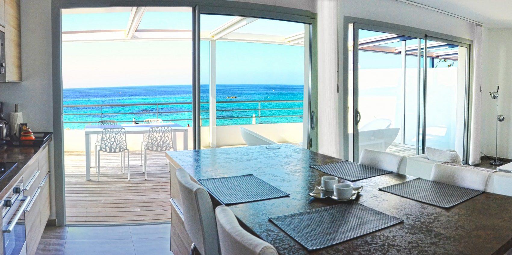 Residence Dary Ile Rousse Balagne Corsica Frankrijk keuken eethoek zithoek living balkon terras zeezicht