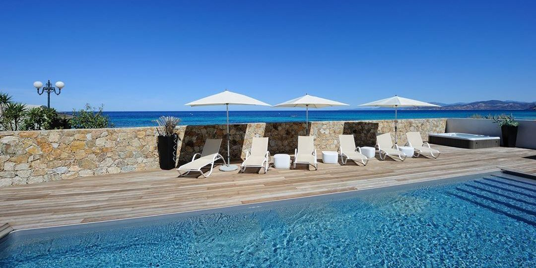 Residence Dary Ile Rousse Balagne Corsica Frankrijk zwembad terras ligbedden parasols hot tub zeezicht