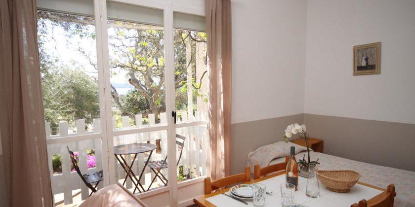 Residence U Paesolu Pinarello Sainte-Lucie-de-Porto-Vecchio Porto-Vecchio Corsica Frankrijk appartement balkon living