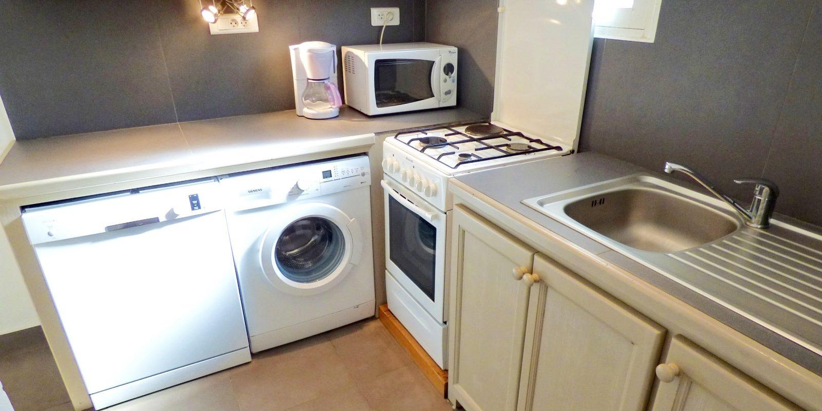 Residence U Paesolu Pinarello Sainte-Lucie-de-Porto-Vecchio Porto-Vecchio Corsica Frankrijk tweekamervilla-comfort keuken-min