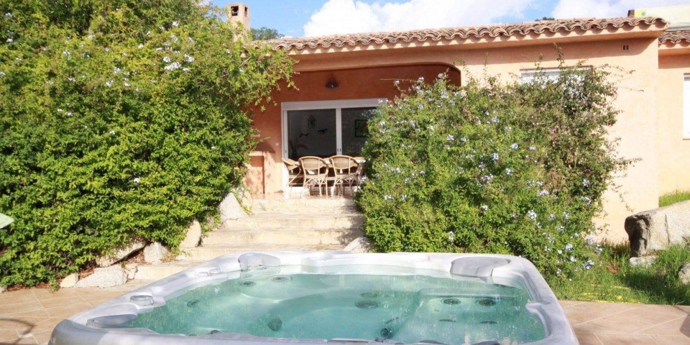 Residence U Paesolu Pinarello Sainte-Lucie-de-Porto-Vecchio Porto-Vecchio Corsica Frankrijk vijfkamervilla-Standing terras jacuzzi hot-tub