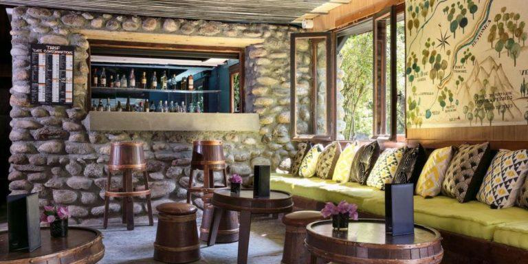 Hotel E Caselle Venaco Corte Vecchio Corsica Frankrijk bar barkrukken loungehoek