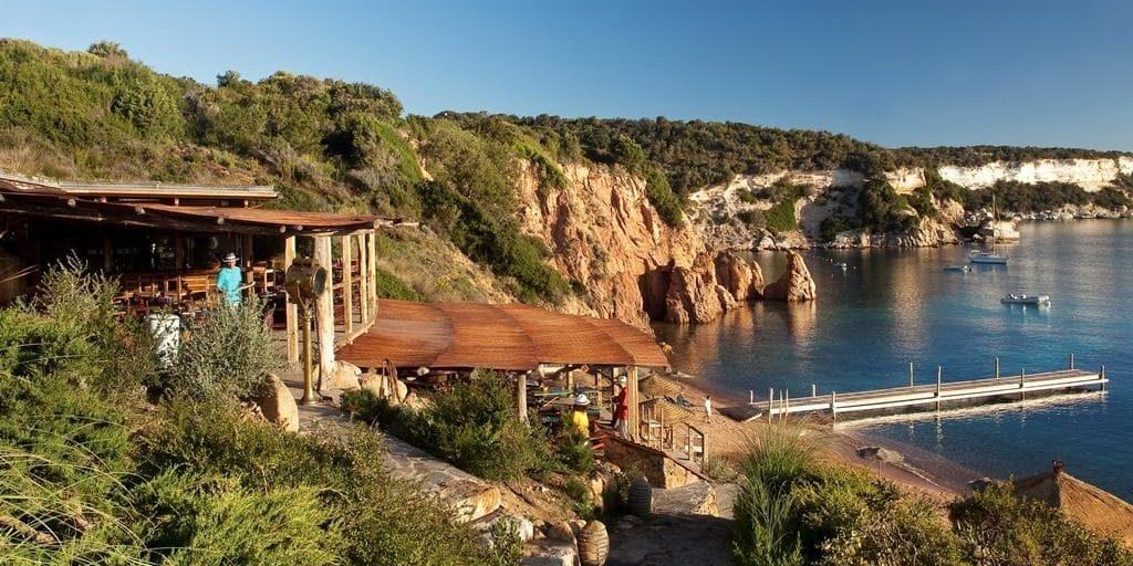 Hotel U Capu Biancu Bonifacio Corsica Frankrijk bar zeezicht terras middagzon