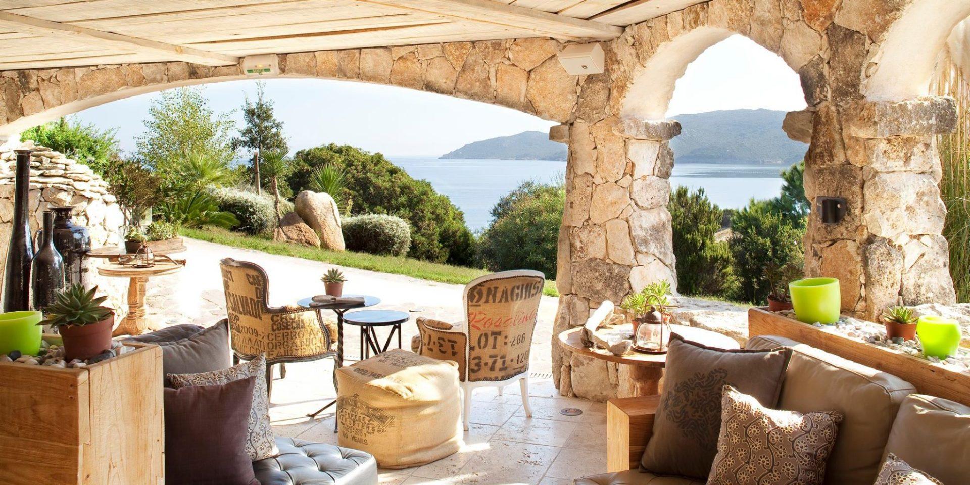 Hotel U Capu Biancu Bonifacio Corsica Frankrijk bar zeezicht terras