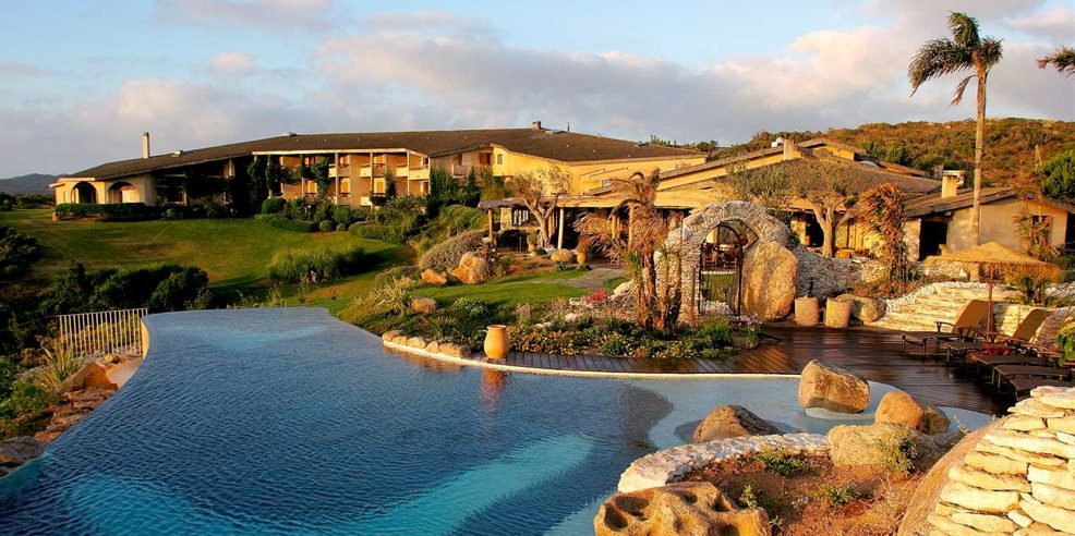 Hotel U Capu Biancu Bonifacio Corsica Frankrijk infinity-pool namiddagzon overzichtsfoto