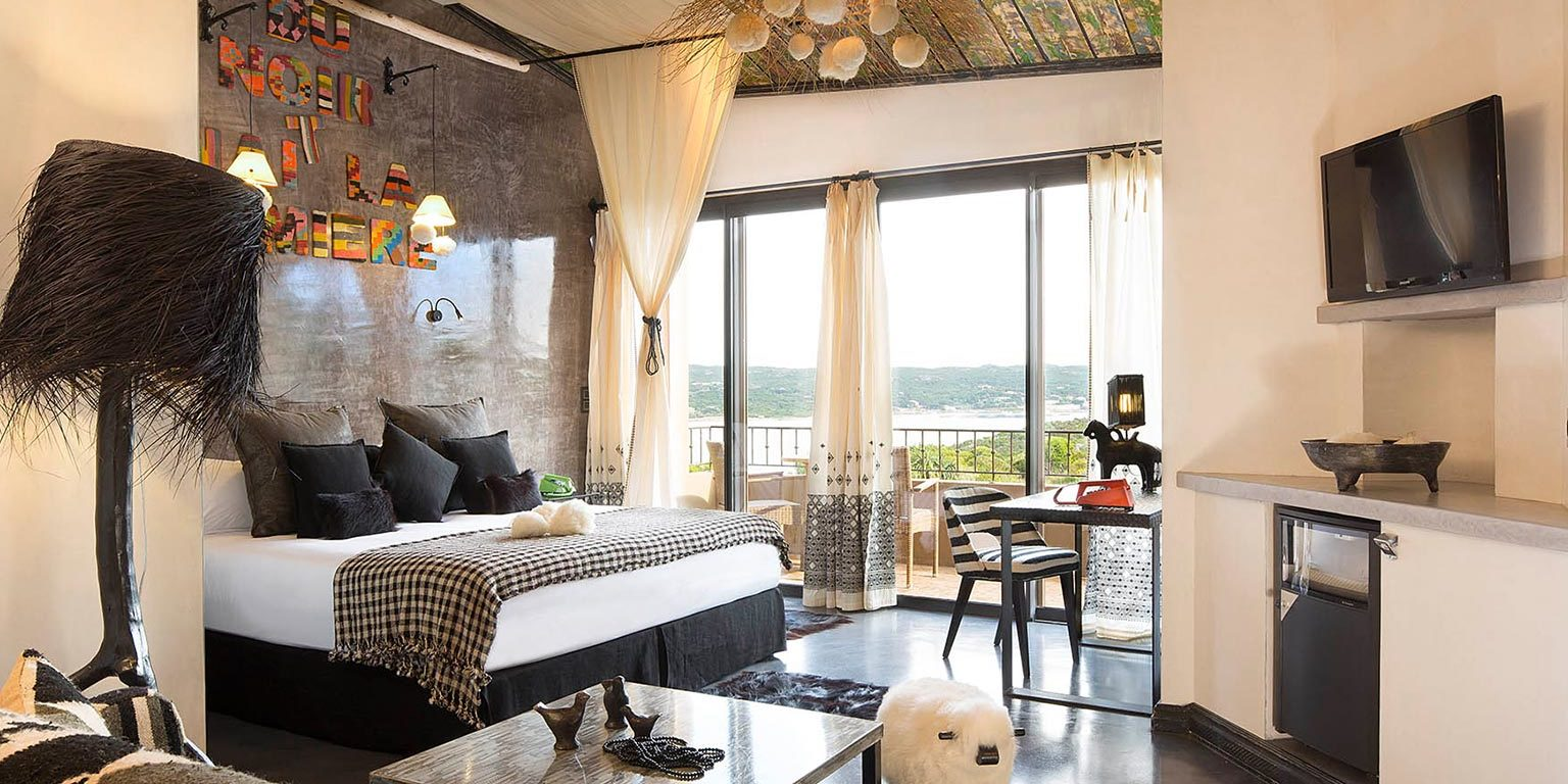 Hotel U Capu Biancu Bonifacio Corsica Frankrijk kamer suite Josephine schaap zwart-wit