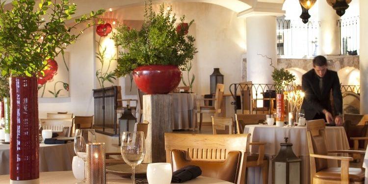 Hotel U Capu Biancu Bonifacio Corsica Frankrijk restaurant ober