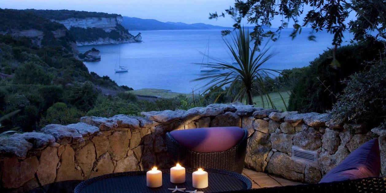Hotel U Capu Biancu Bonifacio Corsica Frankrijk zitje kaarslicht romantisch zeesterren zee