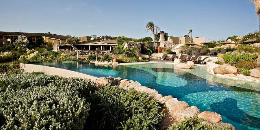 Hotel U Capu Biancu Bonifacio Corsica Frankrijk zwembad gebouwen tuin terras