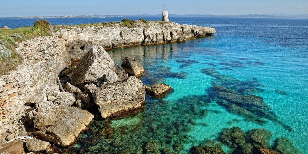 Hotel Version Maquis Citadelle Bonifacio Corsica Frankrijk Golf-de-Sperone golfbaan zee rotsen