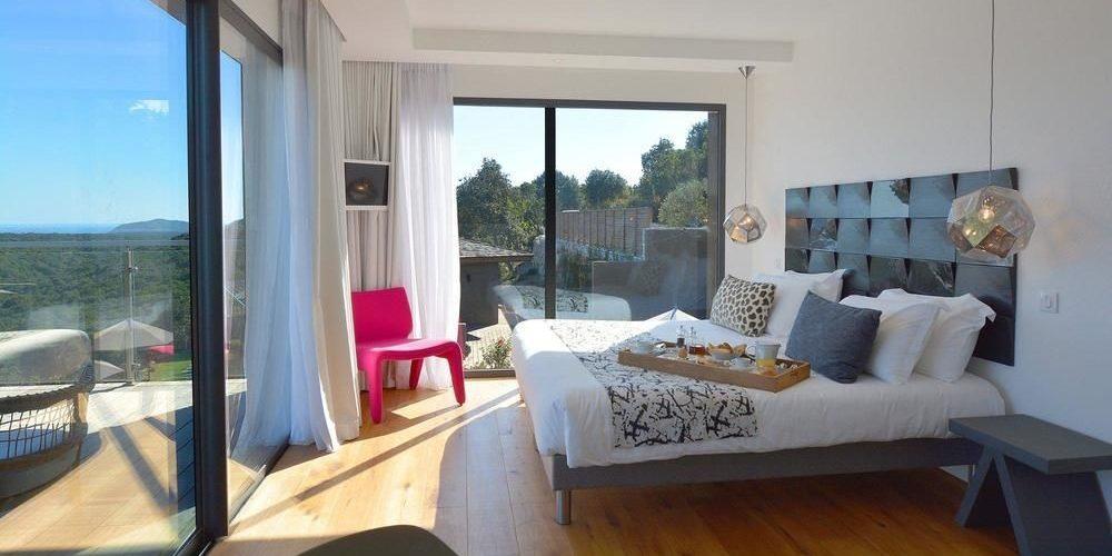 Hotel Version Maquis Citadelle Bonifacio Corsica Frankrijk kamer junior suite schuifpui terras
