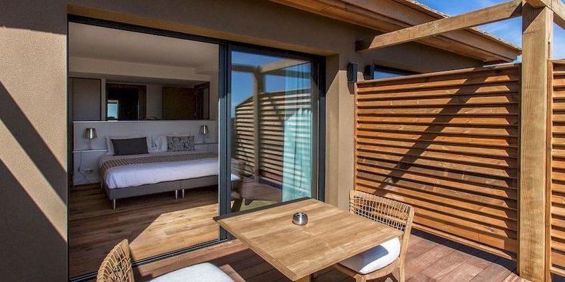 Hotel Version Maquis Citadelle Bonifacio Corsica Frankrijk kamer junior suite tweepersoonsbed terras