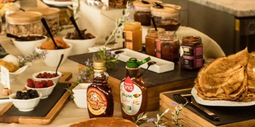 Hotel Version Maquis Citadelle Bonifacio Corsica Frankrijk ontbijt restaurant pannenkoeken stroop