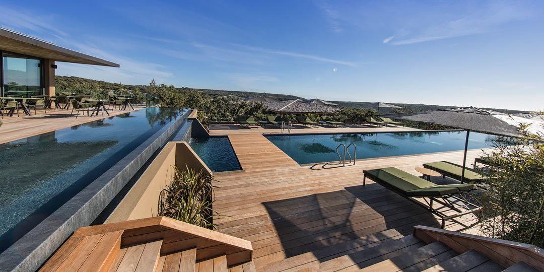 Hotel Version Maquis Citadelle Bonifacio Corsica Frankrijk terras lounge restaurant zwembad overview