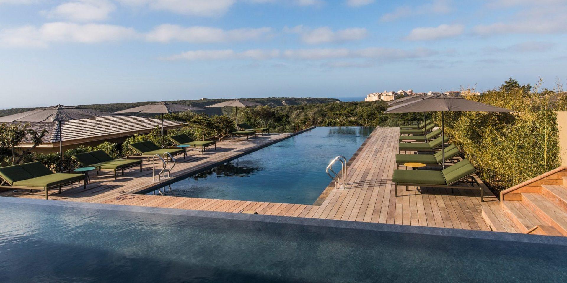 Hotel Version Maquis Citadelle Bonifacio Corsica Frankrijk zwembad infinity-pool uitzicht citadel luxe