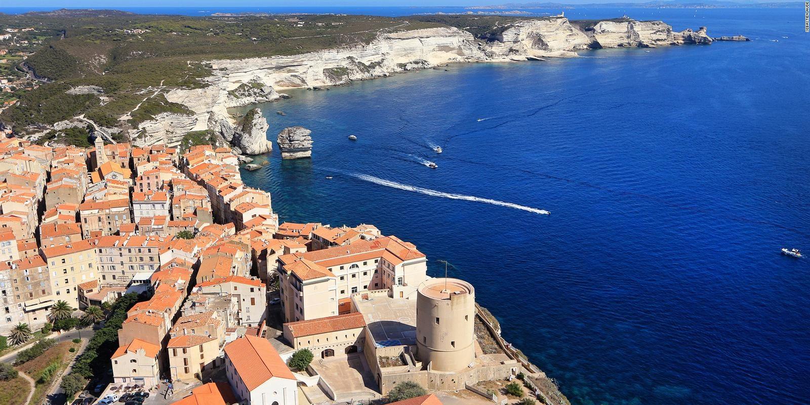 Hotel Version Maquis Santa Manza Bonifacio Corsica Frankrijk citadel falaises klif zee boten