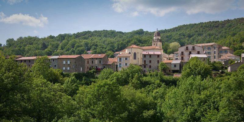 Bastelica Corsica Frankrijk dorp kerk heuvels