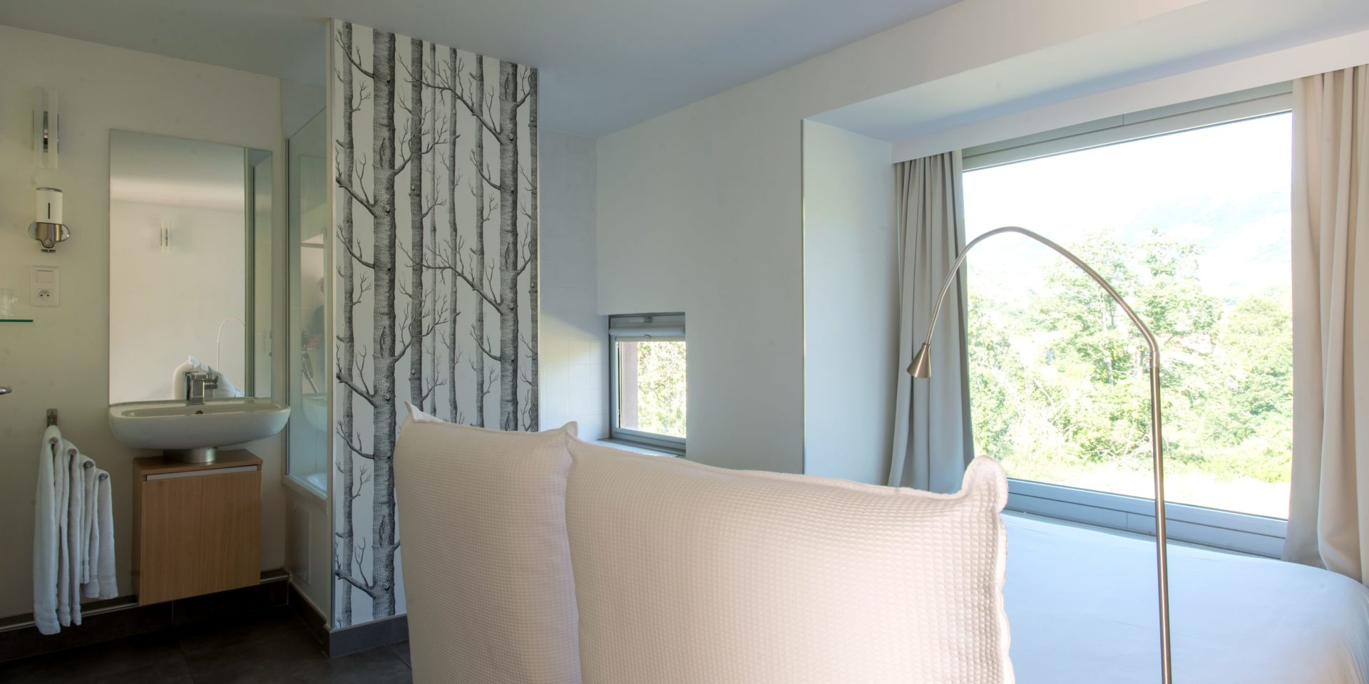 Boutique Hotel Artemisia Bastelica Corsica Frankrijk bedden raam panoramisch-uitzicht