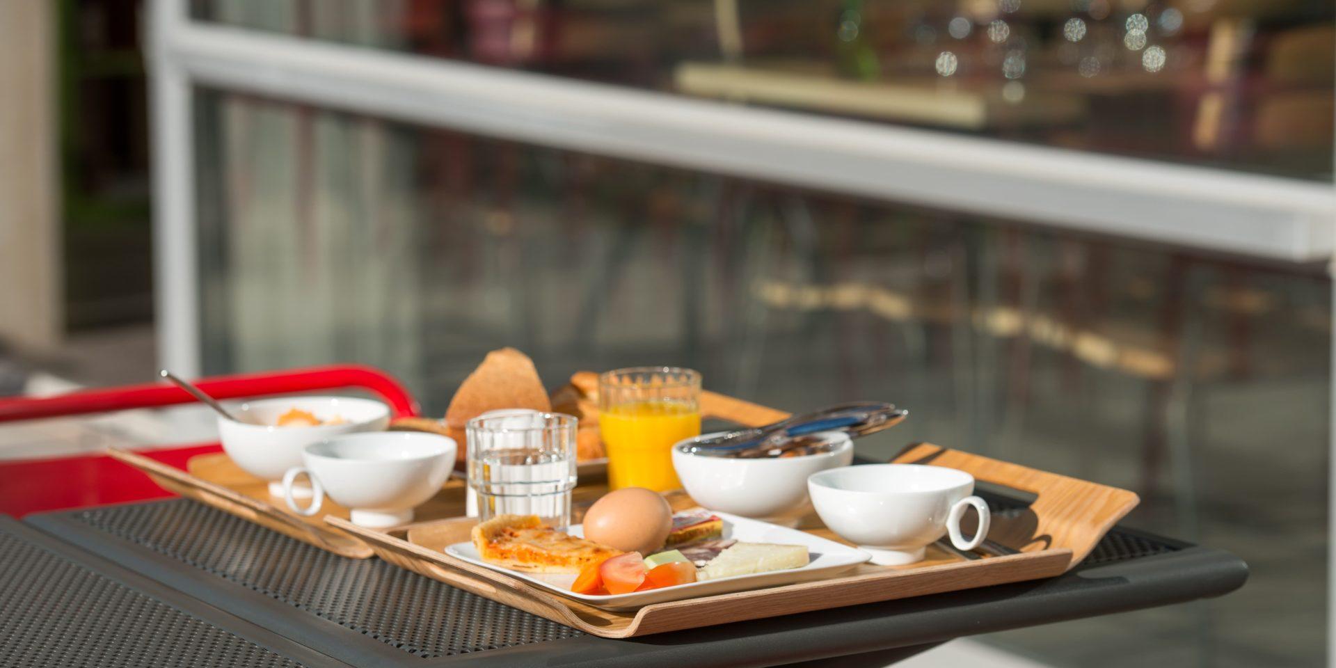 Boutique Hotel Artemisia Bastelica Corsica Frankrijk ontbijttafel