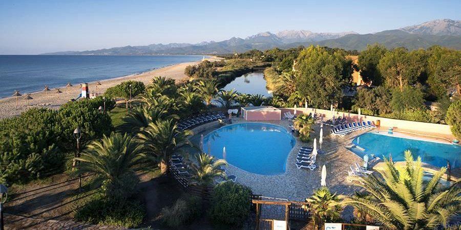 Camping Arinella Bianca Ghisonaccia Corsica Frankrijk ligging terrein zwembaden zee strand lagune
