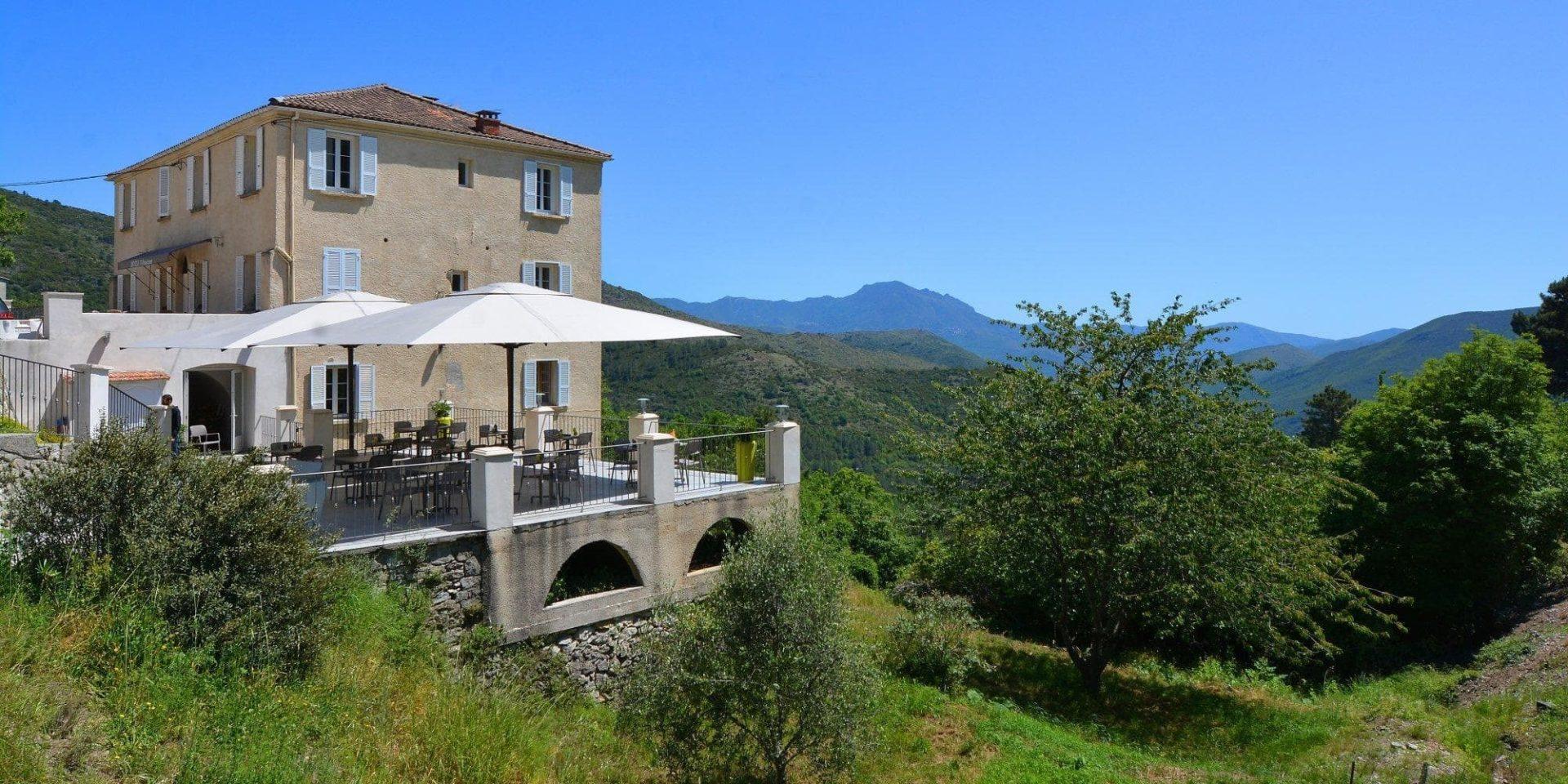 Hotel U Frascone Venaco Restonica Corsica Frankrijk façade terras uitzicht Vecchio vallei
