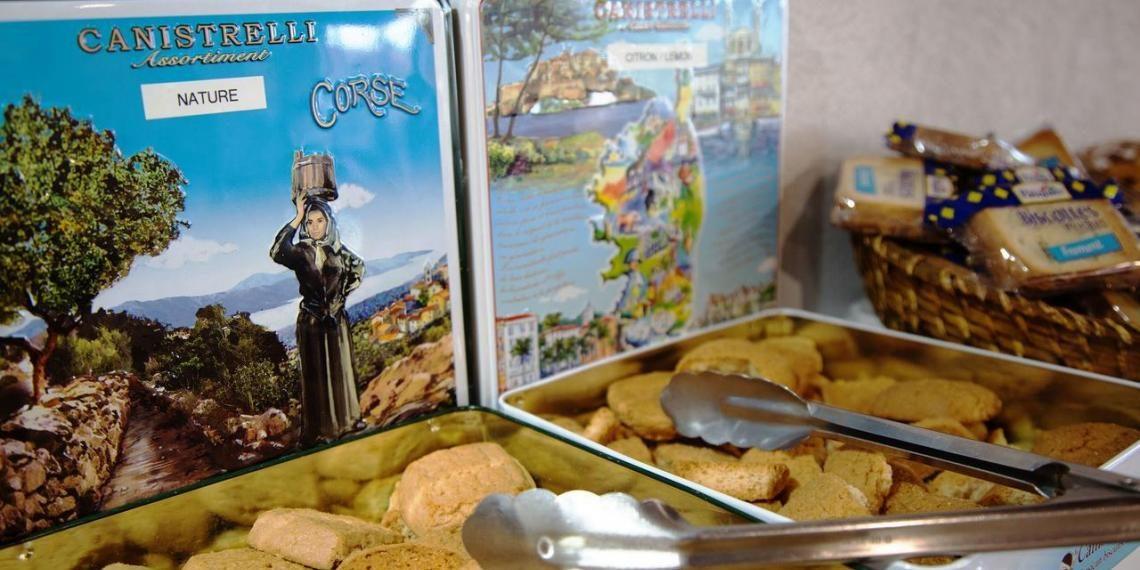 Hotel la Pinede Ajaccio Iles Sanguinaires Corsica Frankrijk ontbijt buffet canistrelli specialiteit
