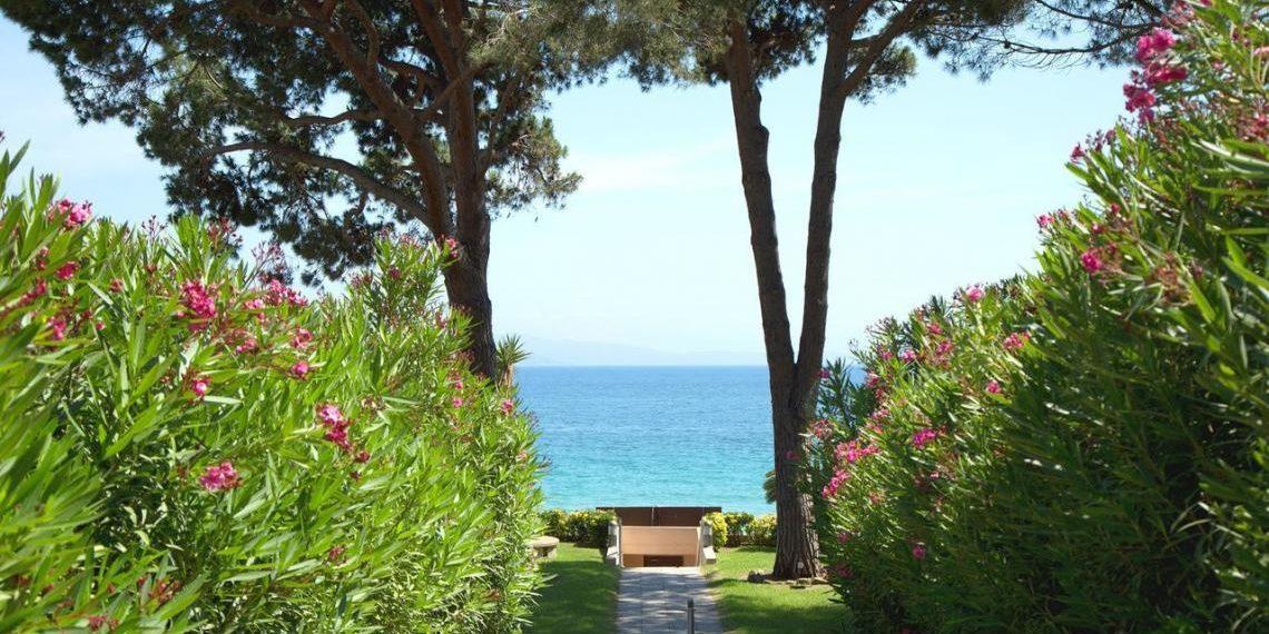 Hotel la Pinede Ajaccio Iles Sanguinaires Corsica Frankrijk pad-naar-zee oleander