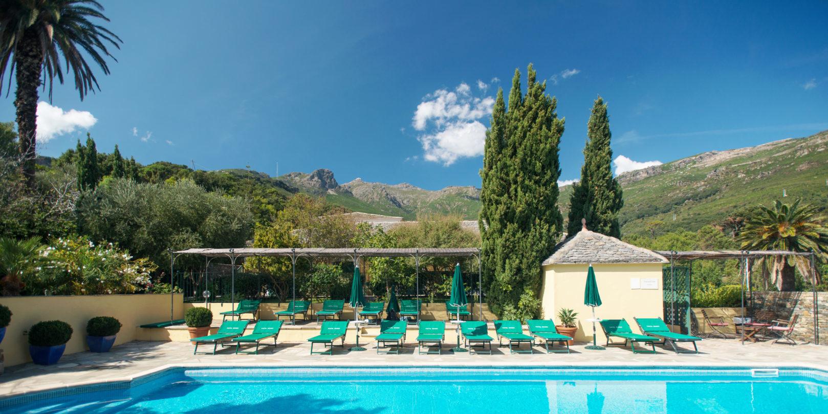 Hotel Demeure Castel Brando Erbalunga Cap Corse Corsica Frankrijk zwembad ligbedden ontdekcorsica.nl skimaquis reisorganisatie