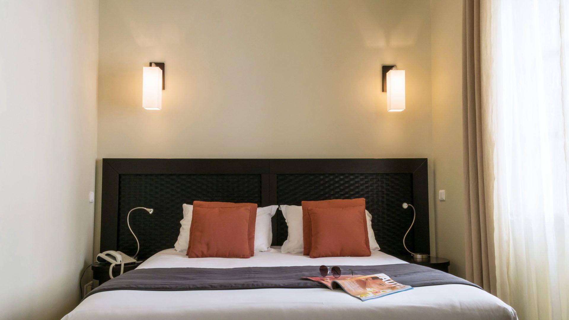 Hotel Perla Rossa Ile Rousse Corsica Frankrijk SkiMaquis OntdekCorsica junior suite tweepersoonsbed