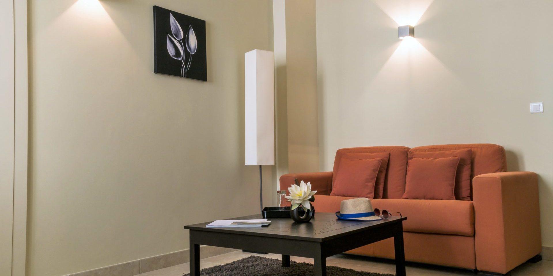 Hotel Perla Rossa Ile Rousse Corsica Frankrijk SkiMaquis OntdekCorsica junior suite zithoek