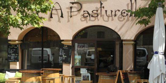 Hotel A Piattatella Monticello Balagne Corsica Frankrijk cafe-restaurant-A-Pasturella dorpsplein terras
