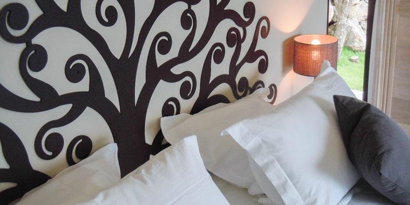 Hotel A Piattatella Monticello Balagne Corsica Frankrijk kamer behang detail