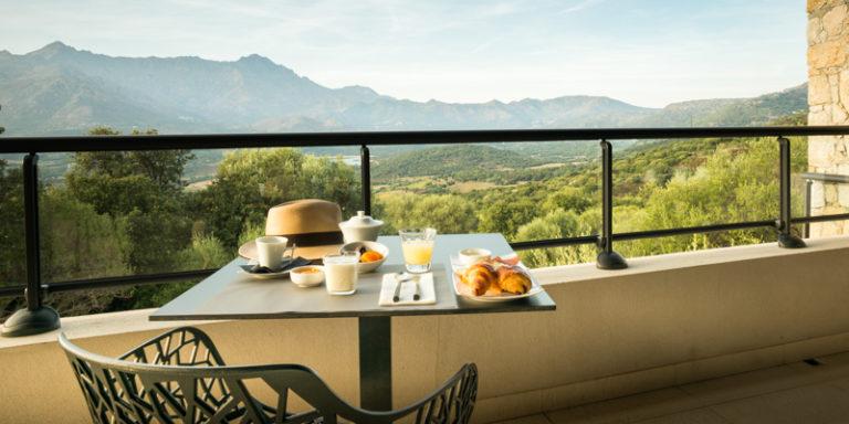 Hotel A Piattatella Monticello Balagne Corsica Frankrijk terras ontbijt uitzicht