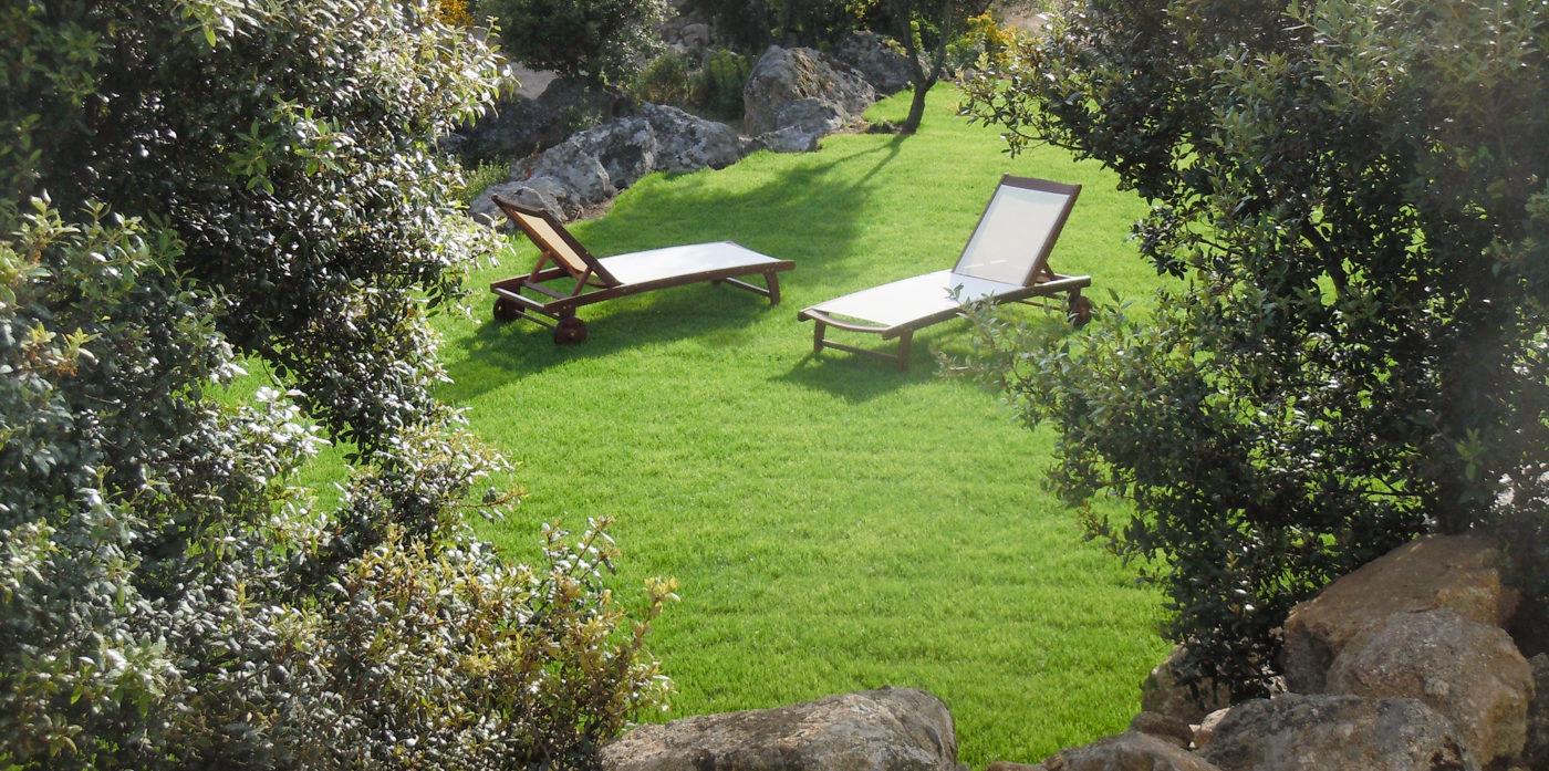 Hotel A Piattatella Monticello Balagne Corsica Frankrijk verborgen-hoekje ligbedden grasveld privé