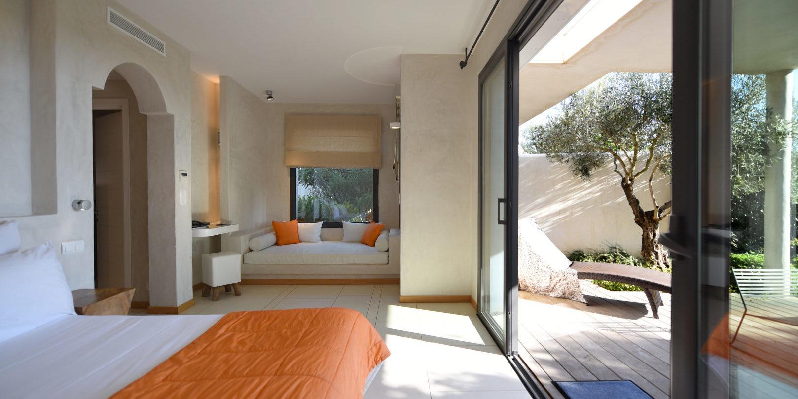 Hotel Cala di Greco Bonifacio Corsica Zuid-Corsica Frankrijk suite oranje-beddensprei