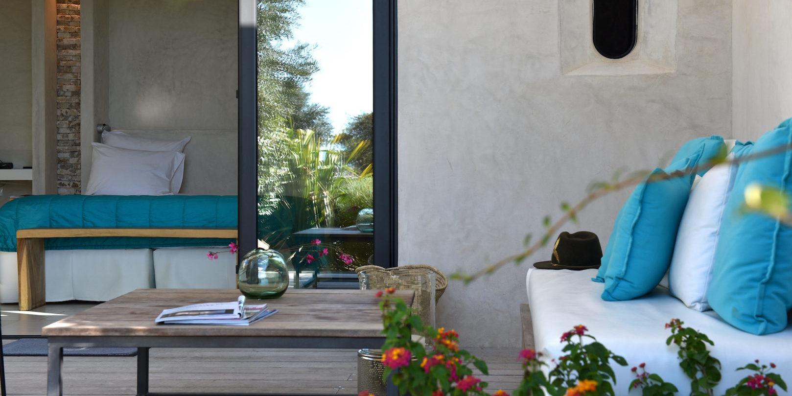 Hotel Cala di Greco Bonifacio Corsica Zuid-Corsica Frankrijk suite terras loungebed