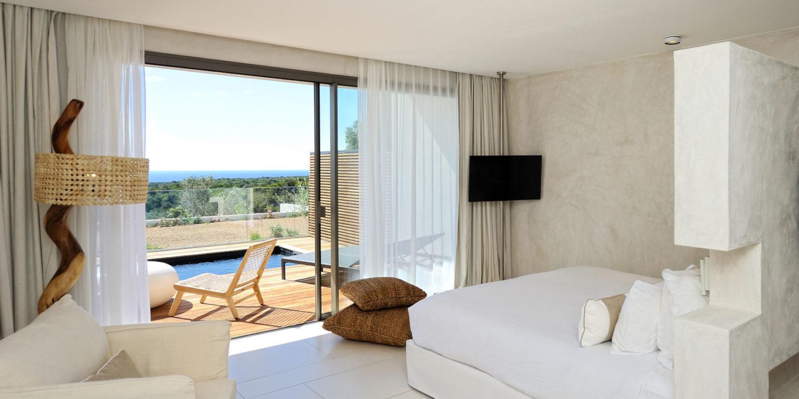 Hotel Cala di Greco Bonifacio Corsica Zuid-Corsica Frankrijk suite wit riet design-lamp