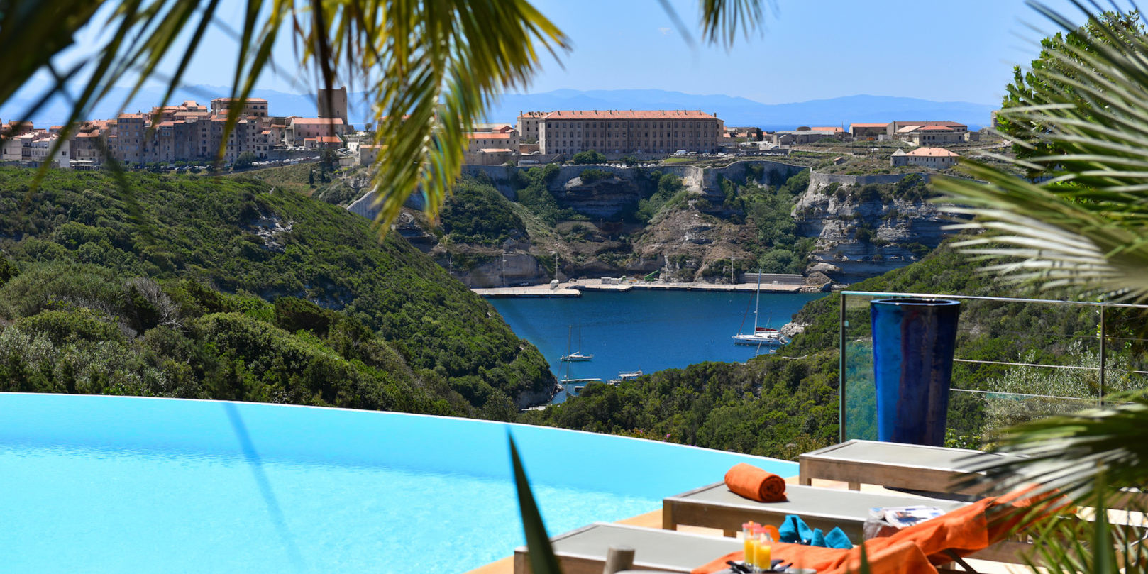 Hotel Cala di Greco Bonifacio Corsica Zuid-Corsica Frankrijk zwembad uitzicht-op-Bonifacio
